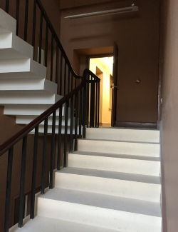 Cantilevered staircases, cantilevered stone staircases, cantilevered steel staircases: